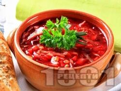 Класическа супа борш с червено цвекло (глава и листа), моркови, картофи и грах - снимка на рецептата